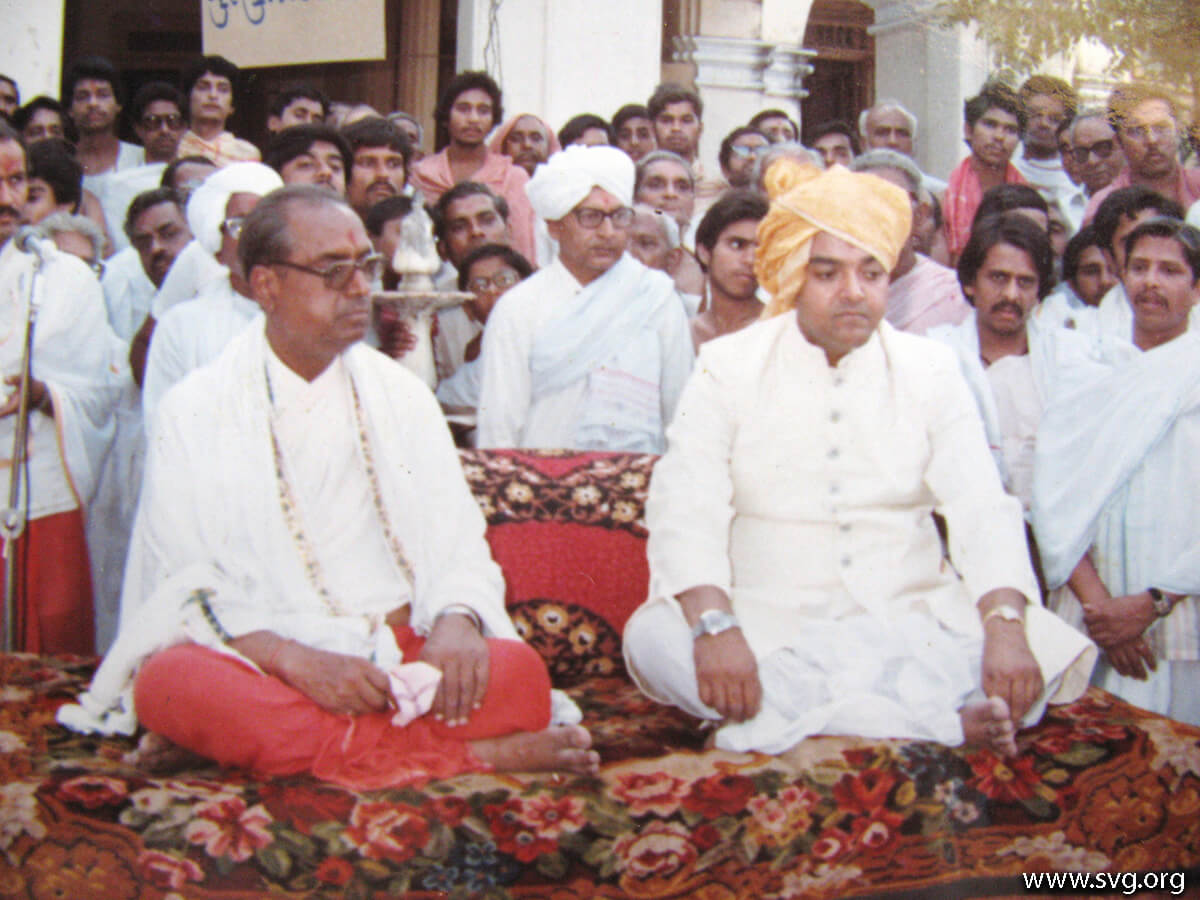Acharya Shree Ajendraprasadji Maharaj - 69th Birthday(29)