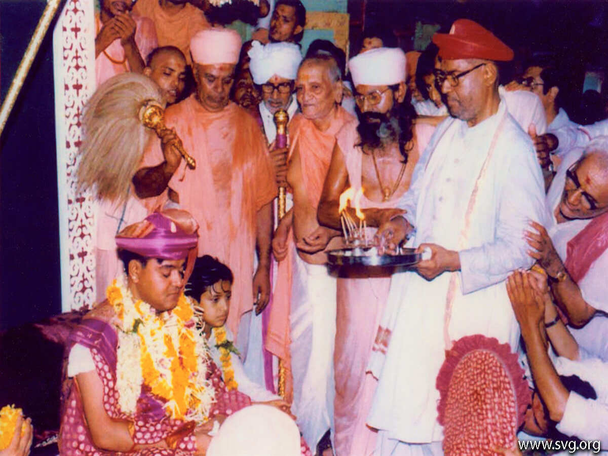 Acharya Shree Ajendraprasadji Maharaj - 69th Birthday(31)