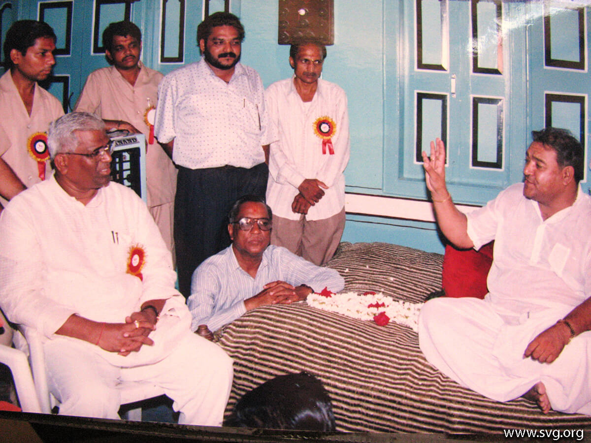 Acharya Shree Ajendraprasadji Maharaj - 69th Birthday(44)