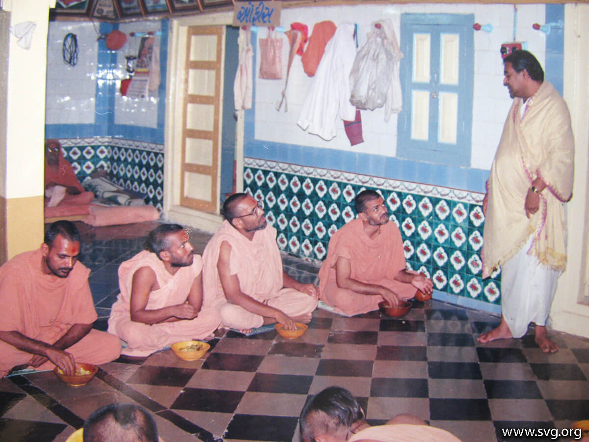 Acharya Shree Ajendraprasadji Maharaj - 69th Birthday(47)