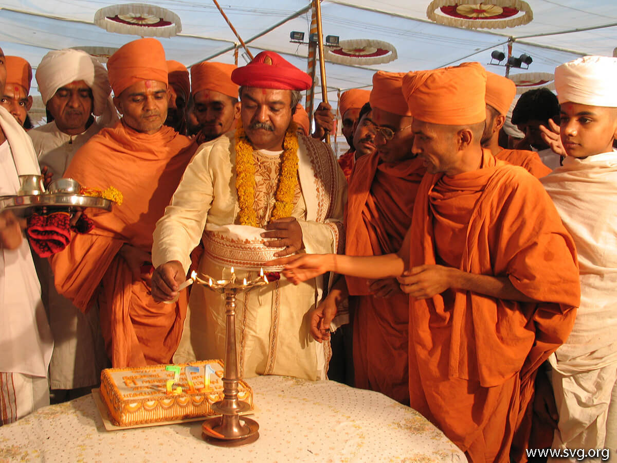 Acharya Shree Ajendraprasadji Maharaj - 69th Birthday(54)