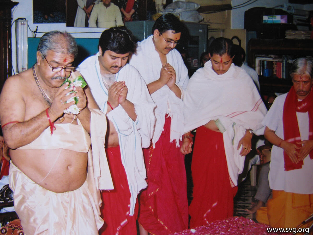 Acharya Shree Ajendraprasadji Maharaj - 69th Birthday(69)