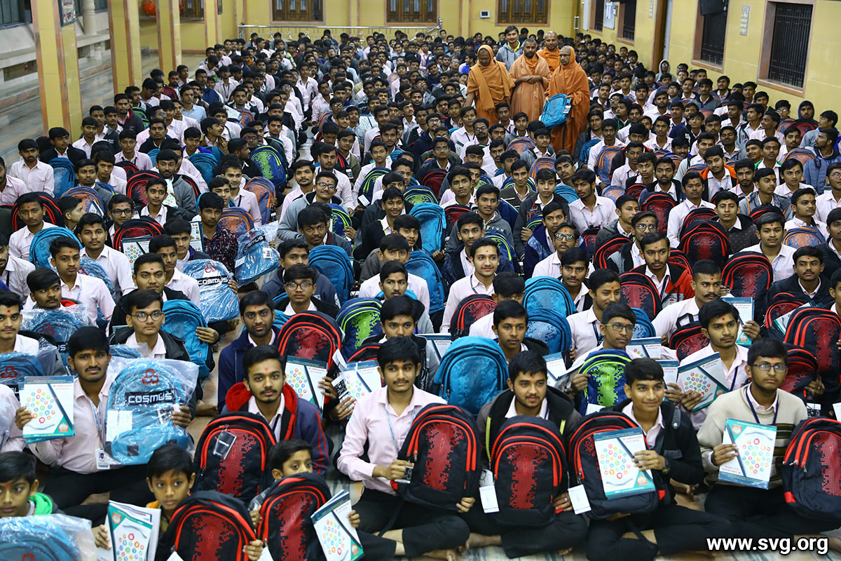 Sardhar : School bag, notebook and pen distribution to the student in the Sardhar temple - 2019