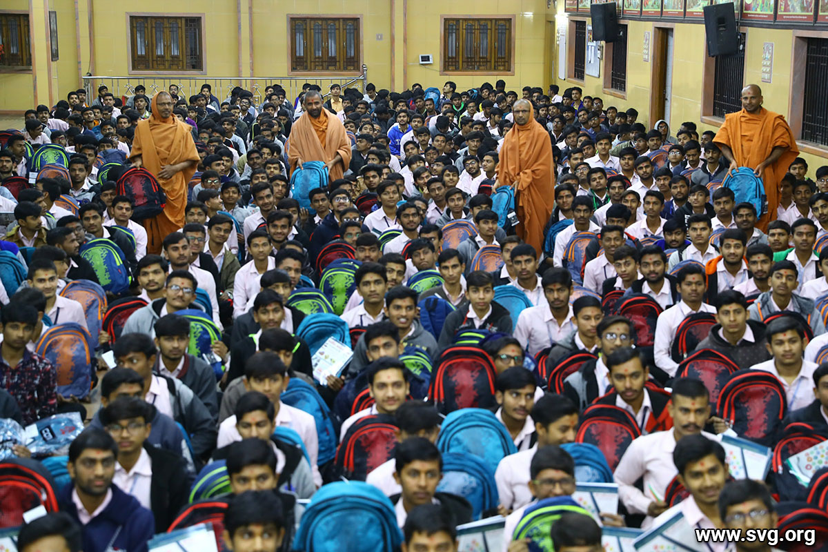School bag notebook and pen distribution to the student in the Sardhar temple 2019 6