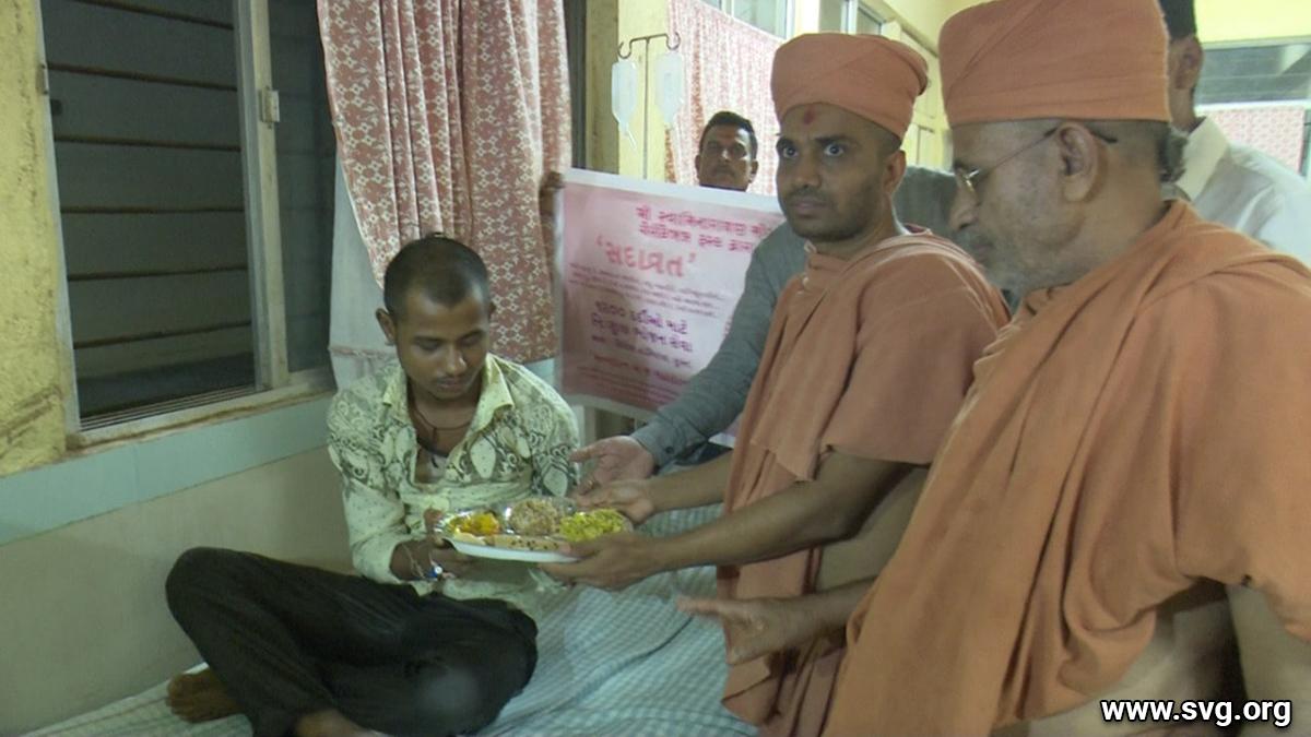 Flood Relief Fundraising by Swaminarayan - Mandir Mota Varachha 2019 (18)